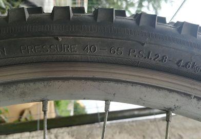 Najważniejszą sprawą jest odpowiednie przygotowanie roweru do jazdy. Jeśli nie chcesz mieć niespodzianek podczas jazdy musisz zrobić przegląd swojego roweru zanim ruszysz na podbój tras rowerowych. Każdy rower jeśli stał nie używany przez okres kilku miesięcy (okres zimowy) powinien przejść przegląd techniczny i ewentualnie w razie konieczności powinien być poddany konserwacji. Taki przegląd jednośladu możemy jeśli czujemy się na siłach przeprowadzić samodzielnie lub zlecić to w profesjonalnym serwisie rowerowym.